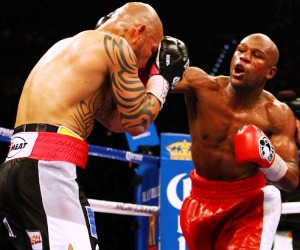 "MAYWEATHER CASTIGA. FOTO PUBLICADA POR ""NOTIFIGHT."